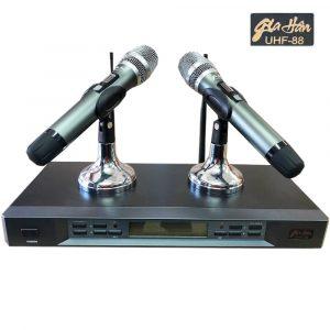 Gia-Han-UHF88-Microphone1